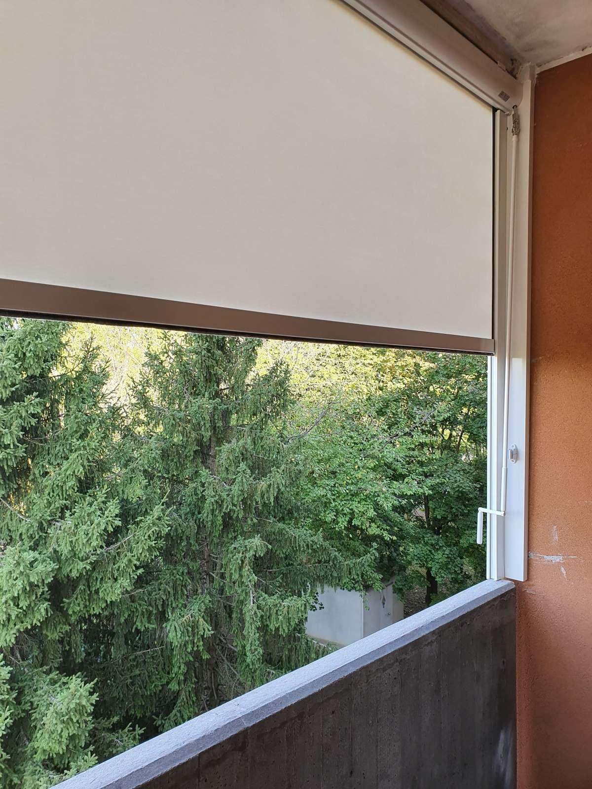 Installazione tende da interni