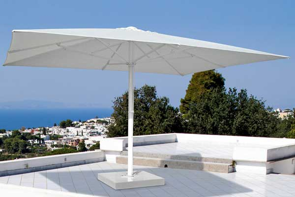 Eurotenda consegna ed installa ombrelloni